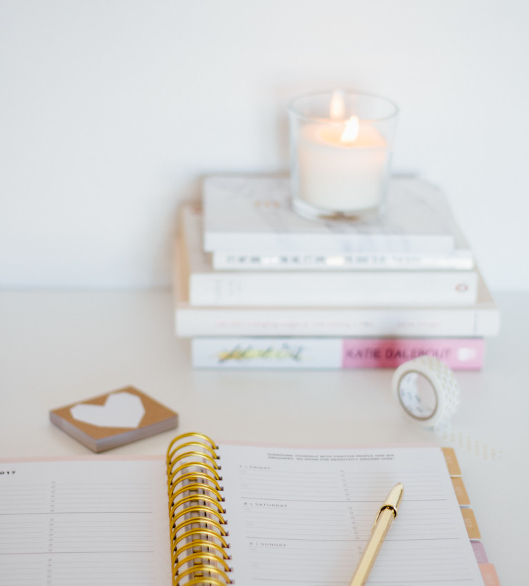 April Goals | Setting small goals boosts our motivation and means a better chance of actually accomplishing them. Click through & find mine!