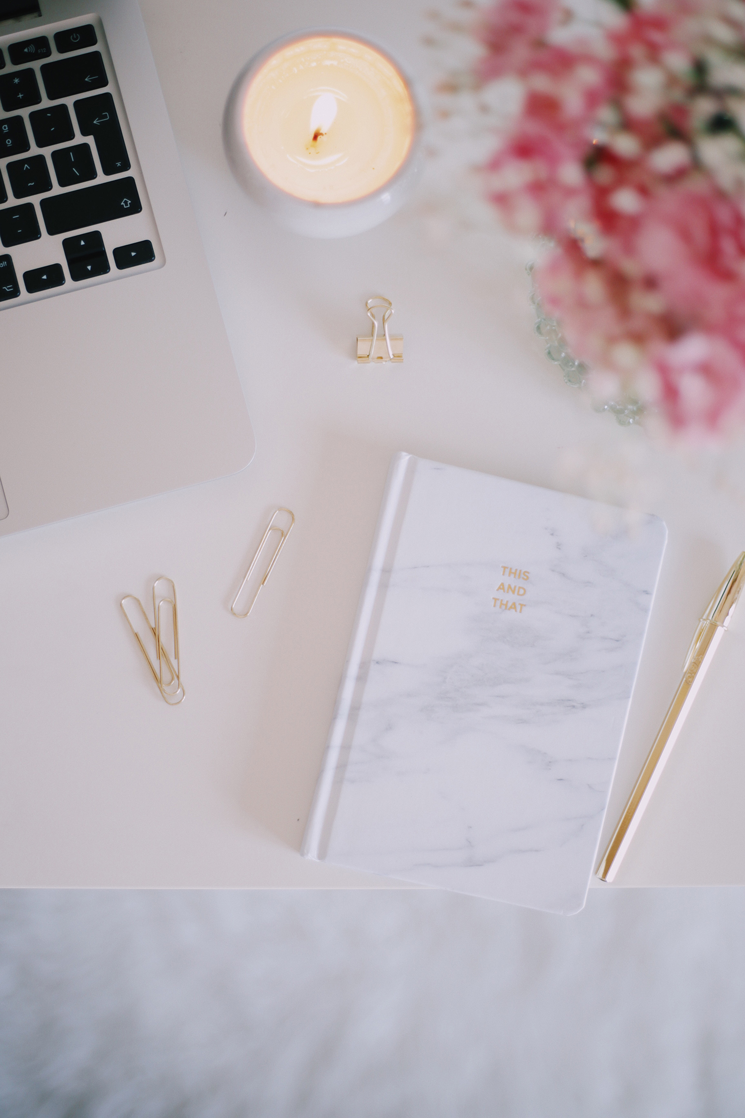 How To Balance Blogging With A Full-Time Job // A few tips on how to blog while working 9-5. Click here to read my six tips!