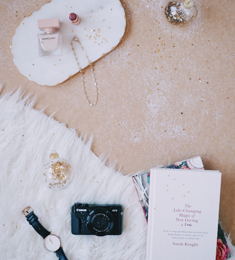 The Christmas Gift Guide For Her // A holiday gift guide for the girl in your life, including books, beauty, wellness bits and much more!